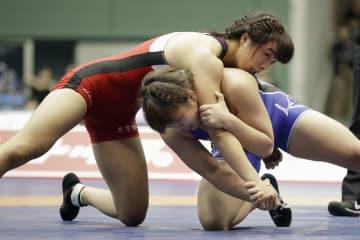 女子62キロ級決勝 熊野ゆづる(右)を破り優勝した川井友香子=駒沢体育館