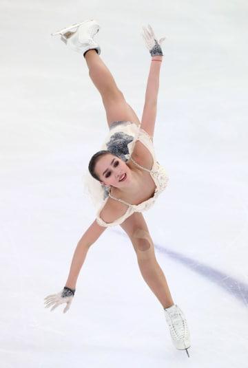 首位に立ったアリーナ・ザギトワ=21日、サランスク(タス=共同)