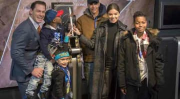 Headline : John Cena and Hailee Steinfeld light the Empire State Building Caption : John Cena and Hailee Steinfeld light the Empire State Building PersonInImage : John Cena,Hailee Steinfeld Credit : Ivan Nikolov/WENN.com