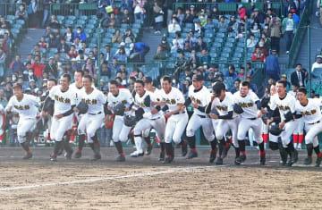 春の選抜高校野球大会で8強入りした創成館=兵庫県西宮市、甲子園球場
