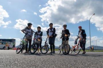 全員小径車で参加した「ツアー・オブ・ジャパン」一同(右から2人めが野島)
