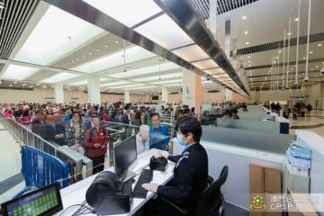 出入境者数が過去最多を記録した2018年12月20日の港珠澳大橋マカオ側イミグレーションの様子(写真:マカオ治安警察局)