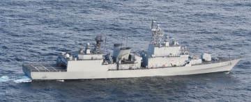 海上自衛隊の哨戒機に火器管制レーダーを照射した韓国海軍の駆逐艦=20日、石川県能登半島沖(防衛省提供)