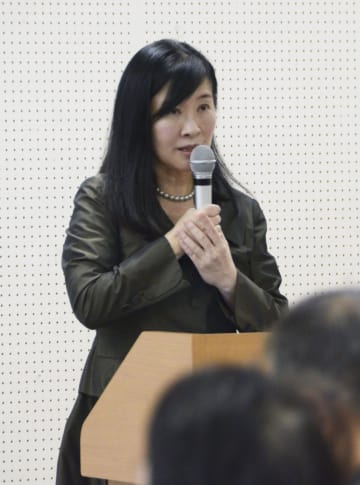 世田谷区で一家4人が殺害された事件の追悼集会を開いた入江杏さん=22日午後、東京都千代田区