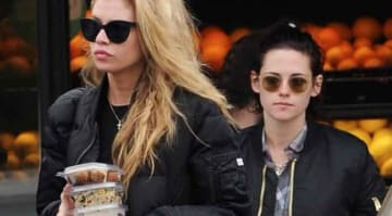 Actress Kristen Stewart with her new model girlfriend Stella Maxwell at Lassens Natural Foods & Vitamins in Los Feliz. The new couple were seen grabbing some take out of salads before heading back to the actresses house, sporting similar jackets
