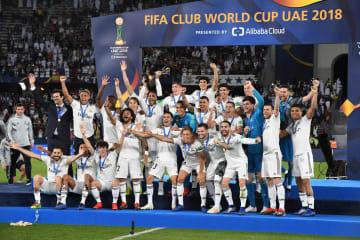 サッカーのクラブW杯で大会初の3連覇を飾った欧州王者のレアル・マドリード=アブダビ(ゲッティ=共同)