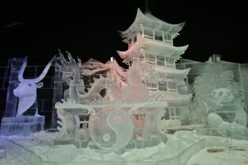 サンクトペテルブルクで新年の氷彫刻展が開幕