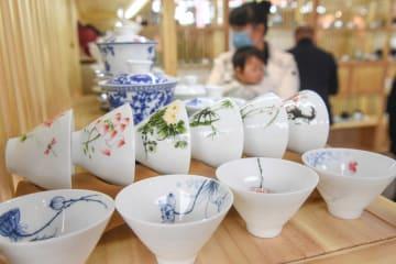 革新で陶磁製茶器が産業の新たな強みに 福建省徳化