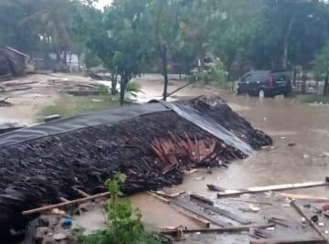 津波被害を受けたインドネシア・バンテン州の現場=23日(国家災害対策庁提供・共同)