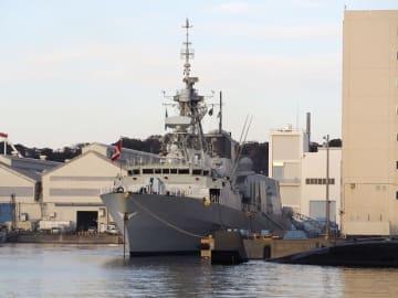 米海軍横須賀基地に停泊中のカナダ海軍のフリゲート艦「カルガリー」=2018年11月21日午後、神奈川県横須賀市