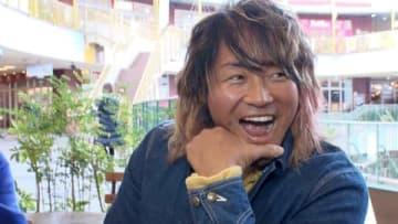 東海エリアで24~28日に放送される情報番組「CBC総力取材 平成年末 LIVE!」の収録で笑顔を見せる棚橋弘至選手=CBCテレビ提供