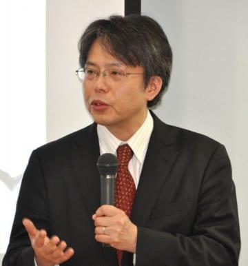 緊急時における人間の心理や行動について語る細田教授=関東学院大学関内メディアセンター