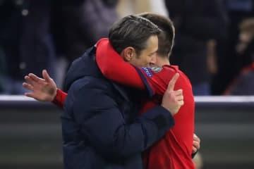 ニコ・コバチと抱き合うリベリ photo/Getty Images