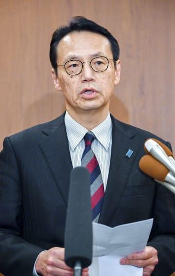 24日、ソウル市内で記者団の取材に応じる外務省の金杉憲治アジア大洋州局長(共同)