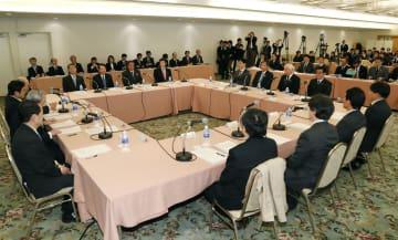 8年ぶりに大阪市内で開かれた「関西3空港懇談会」=24日