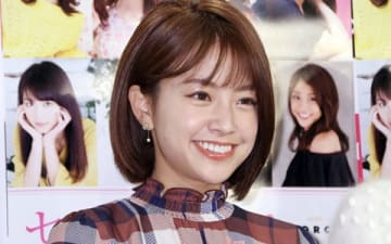 「セント・フォース オフィシャルカレンダー2019」の発売記念イベントに登場した中川絵美里さん
