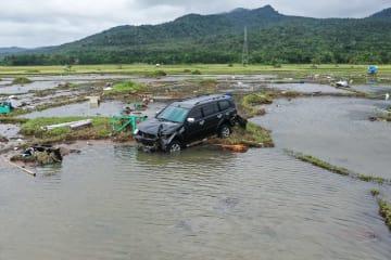 インドネシア津波、死者373人に