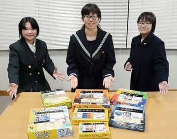 ボードゲームイベントの企画などを行う、おおづ図書館の「図書館ゲーム部」のメンバー=大津町
