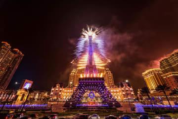 パリジャンマカオのエッフェル塔を使った花火演出のイメージ(写真:Sands Resorts Macao)