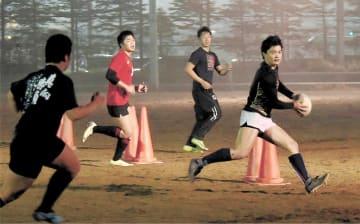 全国大会に向けて練習を重ねる仙台育英の選手=多賀城市の仙台育英高多賀城校舎グラウンド
