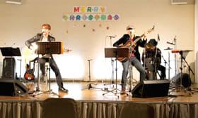 デビュー25周年を記念して開かれたクリスマスパーティーライブ