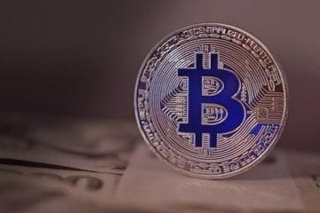 金融庁が開催する「仮想通貨研究会」の議論の対象として、「仮想通貨」という名称に関する話があがっています。呼び方が今後変わってしまうのでしょうか?