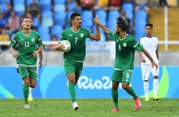 アルジェリア代表のブーンジャー(右) photo/Getty Images