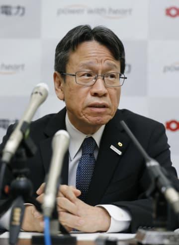 記者会見する関西電力の岩根茂樹社長=26日午後、大阪市