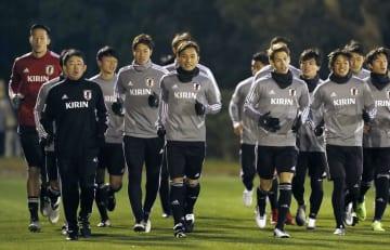 アジア・カップに向けた練習で、ランニングする日本イレブン=千葉県内