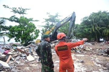 インドネシア津波、懸命な救助·撤去作業続く