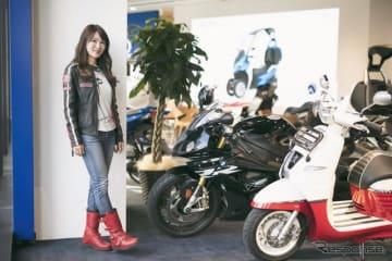 星野華さんと愛車のプジョー『ジャンゴ125エバージョンABS』&BMW『S1000RR』