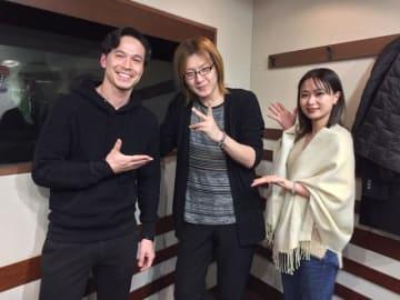 若新雄純さん(中央)、ケリー隆介(左)、アンジー・リー