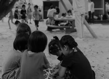 遊ぶ保育園児(資料写真)