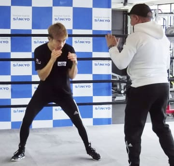 WBOスーパーフライ級王座決定戦へ向け調整する井岡一翔=マカオ(共同)