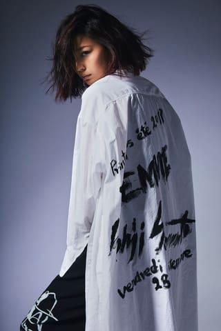 西内まりやさんがモデルを務めた、ファッションブランド「ヨウジヤマモト」のライン「BLACK Scandal Yohji Yamamoto 2019 SS WOMEN'S」のイメージビジュアル