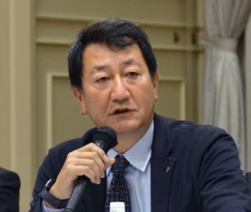 記者会見する福島県の「県民健康調査」検討委員会の星北斗座長=27日午後、福島市