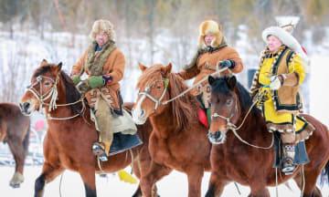 雪と氷のイベント「伊薩仁」が開幕 内モンゴル自治区オロチョン