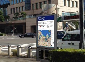 広告付き地図案内サインのイメージ。片面に地図、もう一方に広告を掲載する