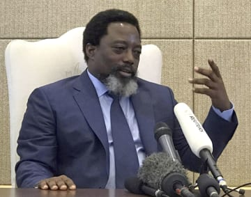 インタビューに応じるコンゴ(旧ザイール)のカビラ大統領=9日、キンシャサ(ロイター=共同)