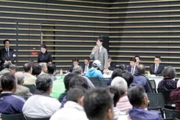 レノバが開いた4日の住民説明会。賛成、反対それぞれの立場から意見が飛び交った