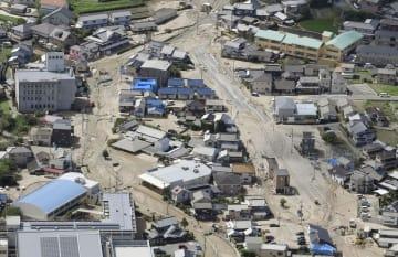 泥に覆われた広島県坂町=7月9日