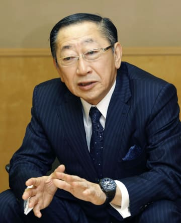 インタビューに答えるJR九州の青柳俊彦社長