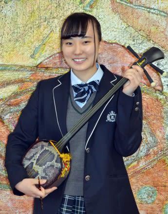 豊かな声量と度胸を武器に、日本一を目指す岩崎日向子さん=鹿児島市薬師1丁目の鹿児島高校