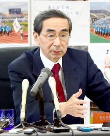 定例会見で今年1年を振り返る西川一誠知事=12月28日、福井県庁