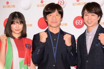 「第69回NHK紅白歌合戦」のリハーサルに登場した(左から)広瀬すずさん、内村光良さん、櫻井翔さん