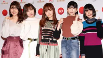 「第69回NHK紅白歌合戦」のリハーサルに登場した「Little Glee Monster」の(左から)かれんさん、MAYUさん、芹奈さん、manakaさん、アサヒさん