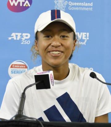 テニスのブリスベン国際を前に記者会見する大坂なおみ=30日、ブリスベン(共同)