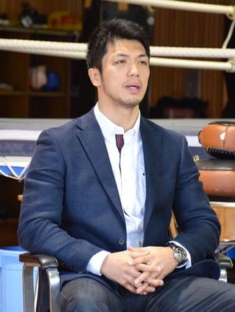 「負けはしたが、またスタートする気持ちでこの1年を締めくくりたい」と母校で語る村田諒太(京都廣学館高)