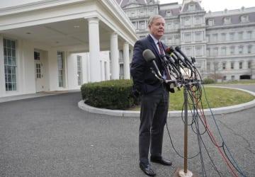 トランプ米大統領と会談後、記者団の取材に応じるグラム上院議員=30日、ワシントン(AP=共同)