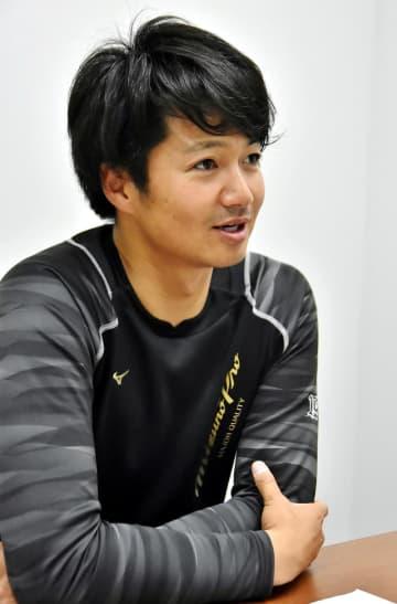 平成生まれ初の勝利投手について「家族が喜んでくれたことが一番よかった」と話す唐川投手=さいたま市南区